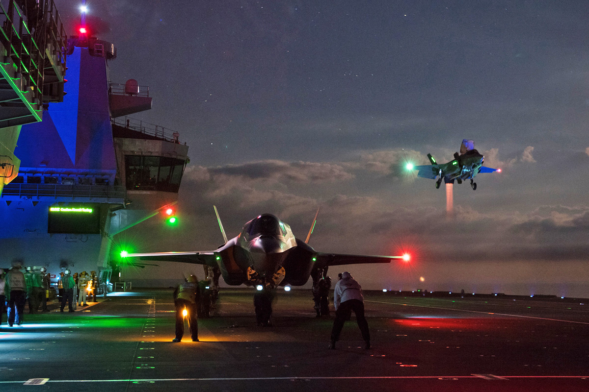 F-35B on board the aircraft carrier HMS Queen Elizabeth - Airway