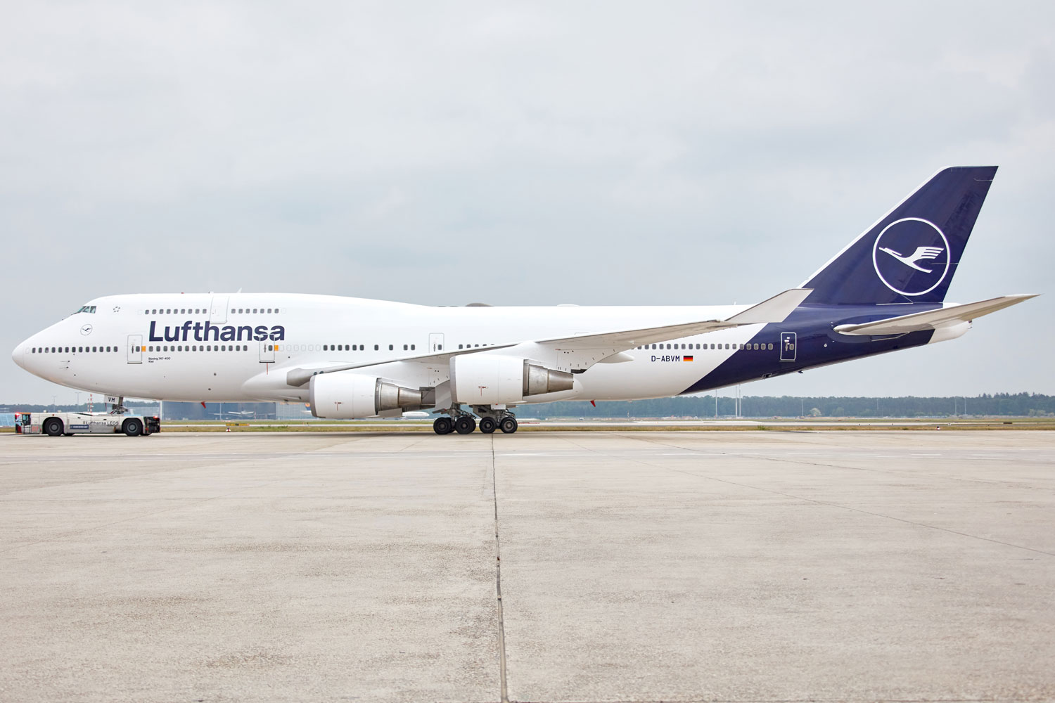 Lufthansa plans to resume flights with Boeing 747-400 - Air Data News